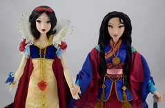 LE Snow White (2009) Welcomes LE Mulan (2018) Into My Collection - Holding Hands - Midrange Front View (drj1828) Tags: mulan 20thanniversary limitededition 16inch doll collectible disneystore 2018 us purchase deboxed sword