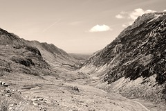 Down the valley (Jess Roberts7) Tags: snowdonia snowdon mountain blackandwhite monochrome canon 1200d 1855mm hoya polarising wales summer valley