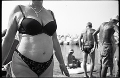 (August) (Robbie McIntosh) Tags: leicamp leica mp rangefinder streetphotography 35mm film pellicola analog analogue negative leicam summicron analogico leicasummicron35mmf20iv blackandwhite bw biancoenero bn monochrome argentique summicron35mmf20iv autaut dyi selfdeveloped filmisnotdead leicasummicron35mmf2iv strangers candid onthebeach bathers summertime summer sand beach naked belly dive diver adoxchs25 adox rodinal colonnaspezzata bikini woman men august