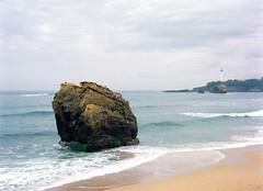 The Rock (Biarritz). (miroir.photographie) Tags: basque c41 biarritz kodak argentique filmisnotdead istillshootfilm 100 2018 645 645nii 75mm ektar france pentax