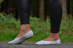 Na silnici 23 (Merman cvičky) Tags: balletslippers ballettschläppchen ballet slipper ballerinas slippers schläppchen piškoty cvičky ballettschuhe ballettschuh legíny leggings legginsy polainas wetlook