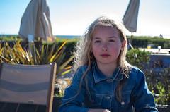 Au resto (Tormod Dalen) Tags: soleil sun fille pentax 28mm girl plage penvins beach france smcpentax2835 bretagne portrait morbhian