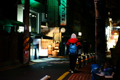 2040/1737 (june1777) Tags: snap street seoul hongdae night light bokeh sony a7ii kyocera contax carl zeiss planar 85mm f14 3200 clear