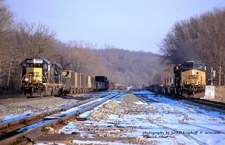 (SEE & HEAR)--CSX 2368, D763, CSX 571, Q137, Warwick, OH. 12-11-2010
