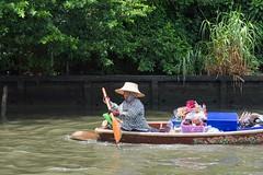 IMGP6291 (Robi Gallardo) Tags: boat oar person bangkokkhlong riverlife urbanriver thail thailand dsl dslr pentax k3 pentaxk3 travel streeetphoto photography
