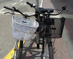 Cómo logró su libertad  la bicicleta abandonada?  Neruda (Lewitus) Tags: bycicles