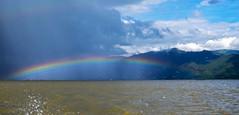 Arco iris bajo la lluvia (Nebelkuss) Tags: myanmar lagoinle inlelake asia birmania burma lago lake inle arcoiris rainbow mantaña mountain lluvia rain fujixt1 fujinonxf1855