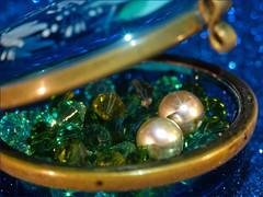 Trinket Oyster (Silke Klimesch) Tags: macromonday trinket 7dwf anythinggoes macro bokeh starfilter blue green bling swarovski swarovskibeads pearls pearlearrings glassbox likeanoyster glitterfoamsheet perla perlă pérola boncuk жемчужина olympus omd em5markii mzuikodigitaled60mm128macro microfourthirds mft nik viveza on1photoraw2018