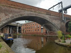 Manchester, United Kingdom (Shaun Smith-Milne) Tags: castlefield wharf potatowharf manchester greatermanchester england britain greatbritain unitedkingdom europe europa waterway water canals canal city citylife boat boats canalboat narrowboat bridge bridges arch archway arche arches railway railwaybridge viaduct offices yha towpath angleterre grandebretagne royaumeuni dock eau voienavigable canaux bridgewatercanal river riverirwell irwell fleuve bateau bateaux ferroviaire ponts pontferroviaire viaduc ville citadin pont