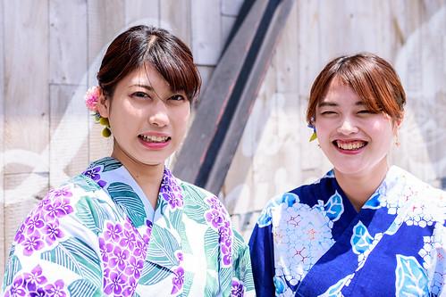 Kimono Girls nearby at Kamakura Station : 鎌倉駅近くで着物女子と
