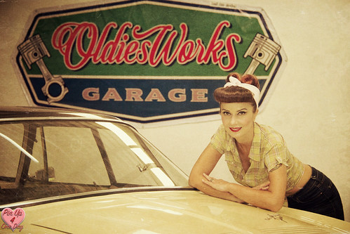 Pin Up Miss Malí for OldiesWorks Garage Chiang Mai