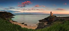 Phare du Petit Minou (FH | Photography) Tags: lepharedupetiteminouleuchtturm bretagne wahrzeichen panorama finistere brest gebäude plouzane wetter wolken horizon sunset sonnenaufgang sunrise turm brücke ufer küste strand klippen