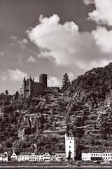 Burg Katz (pni) Tags: monochrome view landscape hill town rhein rhine riverbank tree building cloud sky burg katz castle neukatzenelnbogen katzenelnbogen stgoar ger18 germany deutschland pekkanikrus skrubu pni