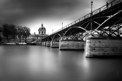 Pont des Arts (Fabdub) Tags: pont arche ciel sky monochrome eau water bridge longexposure filter nd1000 leica leicaq summilux parisien paris