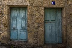 Nº11 (kike.matas) Tags: canon canoneos6d canonef1635f28liiusm kikematas chantada lugo galicia españa puerta 11 calle pueblo texturas piedra madera azul lightroom6 paisaje