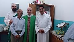 Fran, Eduardo (padre de David, Aitor y David antes de la Misa, capilla Jesús Obrero, península de Santa Elena