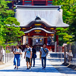 Boys and girl at Tsurugaoka Hachimangu Shrine, Kamakura : 鎌倉・鶴岡八幡宮にて thumbnail