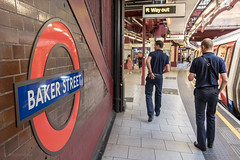 Baker Street (sdupimages) Tags: candid street sign rue panneau london subway underground metro transport people men man station walker scrap gratte