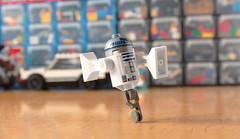 Wrong replacement (hachiroku24) Tags: lego star wars r2d2 leg moc minifig