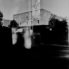 Parfois, la ville prend du temp à se réveiller... (woltarise) Tags: streetwise reflets bâtiments arbres atmosphère 6h15am matin montréal plateau montroyal quartier iphone7