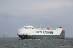 HOEGH XIAMEN (angelo vlassenrood) Tags: ship vessel nederland netherlands photo shoot shot photoshot picture westerschelde boot schip canon angelo walsoorden cargo hoeghxiamen roro