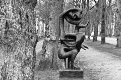 Denker (1951) (just.Luc) Tags: bn nb zw monochroom monotone monochrome bw sculpture escultura statue estatua statua beeld beeldhouwwerk bronze brons metal metaal trees arbres bomen bäume utrecht nederland paysbas niederlande netherlands holland europa europe art kunst public publiek árbol albero
