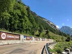 (Paolo Cozzarizza) Tags: italia piemonte torino ceresolereale panorama alberi strada muro cartello