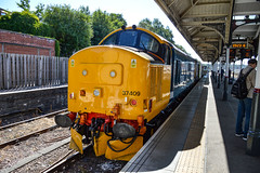 37409 + 37407 - Norwich - 30/06/18. (TRphotography04) Tags: br large logo direct rail services 37409 lord hinton 37407 stand norwich with 2c52 0955 great yarmouth
