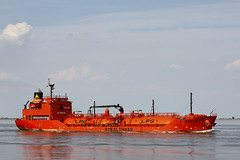 ECO NEMESIS (angelo vlassenrood) Tags: ship vessel nederland netherlands photo shoot shot photoshot picture westerschelde boot schip canon angelo walsoorden econemesis tanker