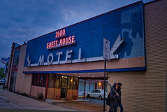 2600 (Rusty Karr) Tags: illinois outdoors architecture signs neon ghost motel hotel old decaying dives
