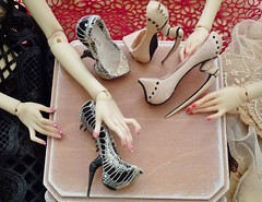 Grab ! (stashraider) Tags: popovy sisters resin ball jointed doll hand made shoes wigs outfits art dolls