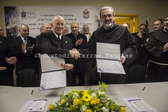 MAB_130131_0103 (Custody of the Holy Land - Photo Service (CPS)) Tags: bethlehemuniversity custos holyland mountofdavid mtofdavid peterbray pierbattistapizzaballa pizzaballa terrasanta terresainte academic donation face faces financing partnership signature