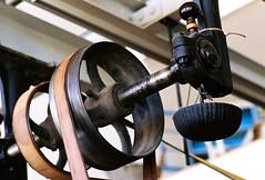 Vintage workshop drive (mkk707) Tags: film analog wwwmeinfilmlabde leicar3 leitzsummicronr90 fujifilmsuperiaxtra800 35mmfilm vintagelens vintagefilmcamera machinery itsaleica germancameras 19thcentury