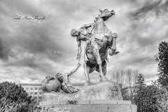 (215/18) Los Portadores de la antorcha BN (Pablo Arias) Tags: pabloarias photoshop photomatix capturenxd españa cielo nubes arquitectura escultura caballos madrid