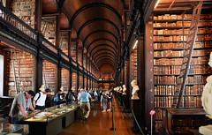 Irlande - Dublin - bibliothèque de Trinity College (AlCapitol) Tags: dublin irlande bibliothèque nikon d810 livres books trinitycollege
