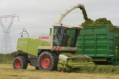 Claas Jaguar 870 Self Propelled Forage Harvester (Shane Casey CK25) Tags: claas jaguar spfh green ballyhooly 870 self propelled forage harvester traktor traktori tracteur trekker trator ciągnik silage silage18 silage2018 grass grass18 grass2018 winter feed fodder county cork ireland irish farm farmer farming agri agriculture contractor field ground soil earth cows cattle work working horse power horsepower hp pull pulling cut cutting crop lifting machine machinery nikon d7200