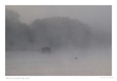 Toue cabanée prise dans le voile de brume de dame Loire (Bruno-photos2013) Tags: paysage paysageligérien paysdeloire touecabanée toue brume bretagne loire loireatlantique ligérien leverdujour fleuve france foggy