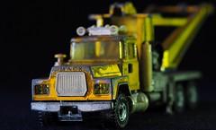 MACK (G_E_R_D) Tags: macromondays decay mack truck lkw siku modelcar toycar spielzeugauto abschleppwagen towtruck mackmitmacken