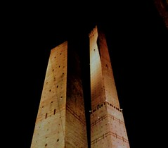 The Two Towers of Bologna. (beingrad0r) Tags: torre degli asinelli bologna