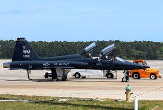 Air Force T-38 Talon, 509th, WM-206,