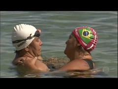 Professora leva crianças à praia para ensinar natação (portalminas) Tags: professora leva crianças à praia para ensinar natação