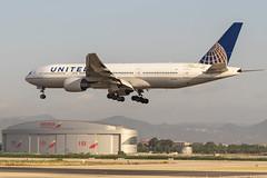 Boeing 777-222 N212UA United Airlines (msd_aviation) Tags: boeing triple7 b777 b777200 united unitedairlines bcn lebl barcelona elprat airport landing spotting planespotting