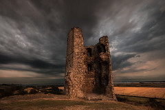 Hadleigh Castle (selvagedavid38) Tags: castle ruins hadleigh essex stone storm clouds weather hill sunset light