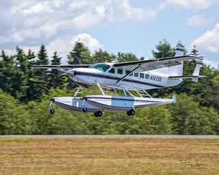 N1213S 1995 Cessna 208 C/N 20800243 landing Three Four Left @ Paine Field Airport KPAE