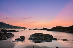 奇岩晨霞(DSC_7089) (nans0410(busy)) Tags: taiwan ilan toucheng waiao northeastcoast sunrise dawn rays sky scenery outdoors rocks beach 台灣 宜蘭縣 頭城鎮 外澳 晨光 霞光 晨曦 岩石