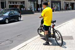 Ciclista de Groc (rossendgricasas) Tags: ciclista groc bicicleta light colorimage barcelona catalonia street people nikon tamron photoshop urbanexplorer