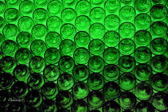 Green Glass Pattern (Anavicor) Tags: bottle bottlebottom bottom cristal glass base green verde pattern textura texture ritmo shade sombra claro light nikon d5300 tamron veruela monasteriodesantamaríadeveruela monastery verademoncayo tarazona zaragoza aragón españa spain spanien wine vino botella anavicor villarcorreroana anavillar abstract minimalista