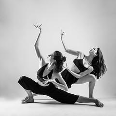 La Danza - Violeta & Martina (jmsoler) Tags: 2018 portrait danza bailarina gente nikkor50mmf14 girl blancoynegro jmsoler estudio ballet woman retrato mujer españa zaragoza blackandwhite ballerina nikond800