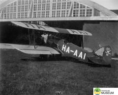 tm_4771 - Malmslätt, Östergötland (Tidaholms Museum) Tags: svartvit positiv fordon militärflygplan 1942 malmslätt östergötland soldat