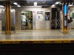 201807035 New York City subway station '14th Street' (taigatrommelchen) Tags: 20180728 usa ny newyork newyorkcity nyc manhattan chelsea icon urban railway railroad mass transit subway tunnel station train mta r32